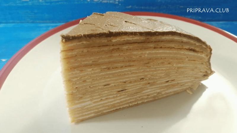 Блинный торт с кремом и шоколадной глазурью