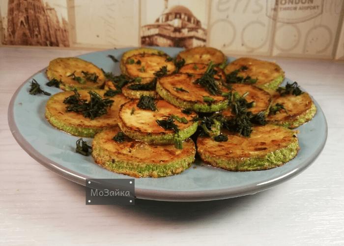 Готовлю вкусные кабачки на сковороде, не панируя в муке: делюсь несложным рецептом