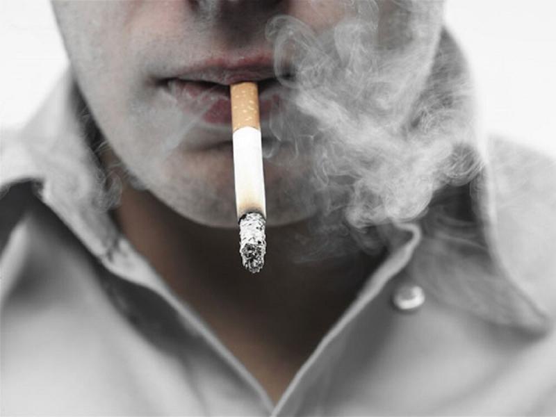 Курильщики сами губят свое здоровье, вот пусть сами и платят за лечение: народное предложение