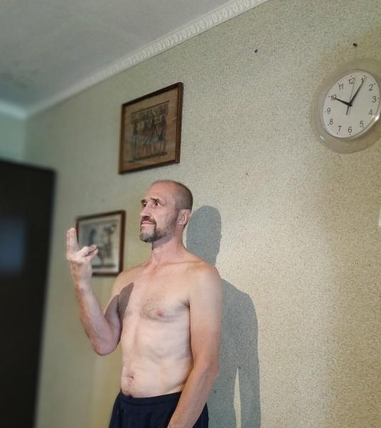 Для чего йоги иногда зажимают правую или левую ноздрю.