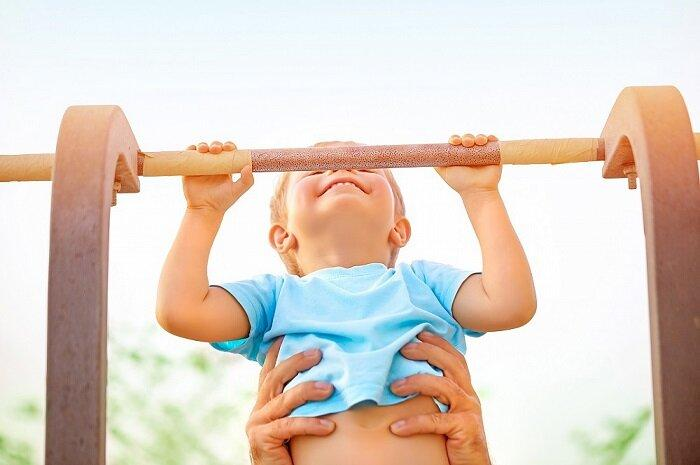 Как гимнасты учатся подтягиваться