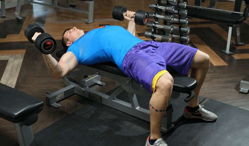 Как мощно прокачать грудные мышцы гантелями. Не более 6 подходов