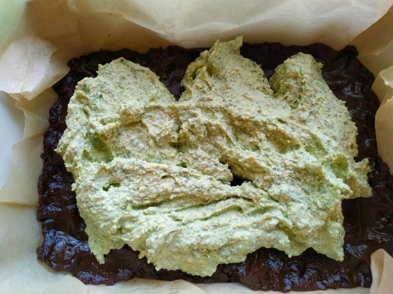 Пирог, который покоряет: насыщенный вкус шоколада и нежнейшая освежающая начинка!