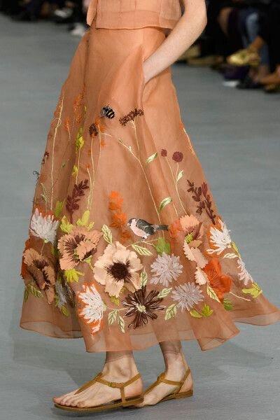 Поляна на платье и пальто- уникальные вышивки класса люкс