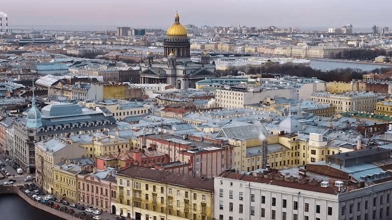 В Петербурге снимают ограничения: что заработает до 15 июля