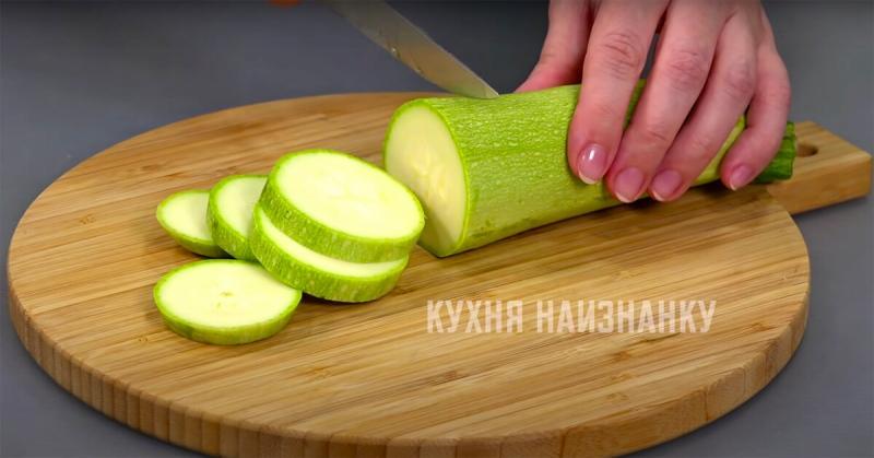 Вкусная и легкая закуска из кабачков: ничего жарить не нужно (один из рецептов, которые я летом готовлю два-три раза в неделю)