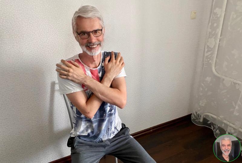 Жена показала простой способ приседания,без нагрузки на суставы,для пожилых.Я попробовал в свои 73 года и делюсь результатом