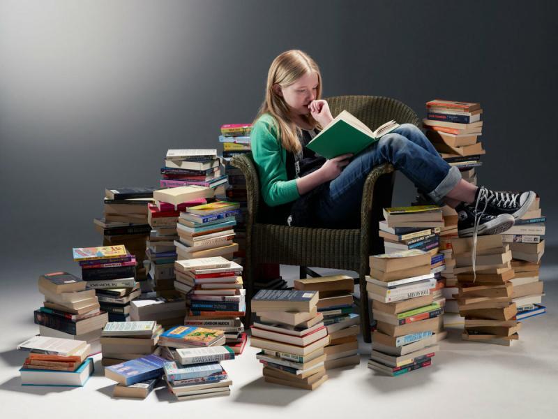 Как заставить ребенка прочитать летом книги из школьного списка?