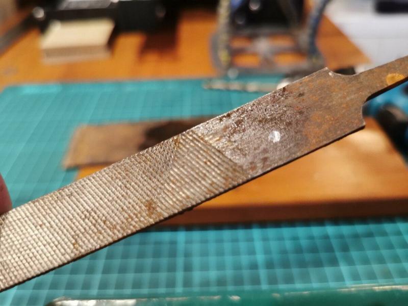 Не каждый мужик знает, как легко просверлить прочный металл обычным шуруповертом. А я покажу