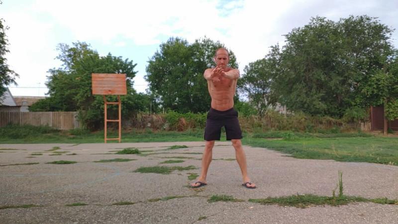 Пробежал 10 километров , выполнил по 100 отжиманий, приседаний, скручиваний. Показываю как тело переносит нагрузки на 4 день