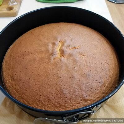 Торт Фрезье - бисквит, клубника, крем Муслин и марципан