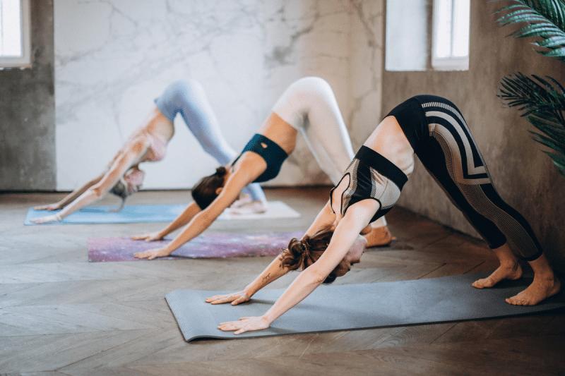 Йога для начинающих: базовые упражнения, которые смогут освоить все