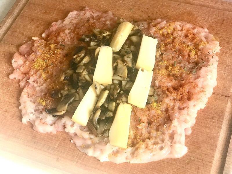 Куриный рулет с грибами. Рецепты Виноголика.