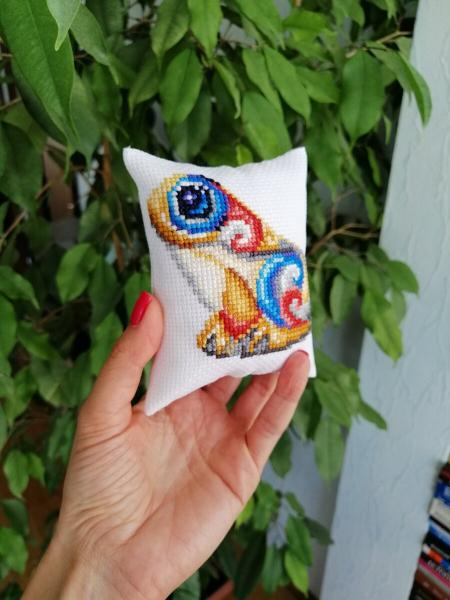 Прикладная вышивка или как я оформила свою первую работу, сделав из нее аксессуар!