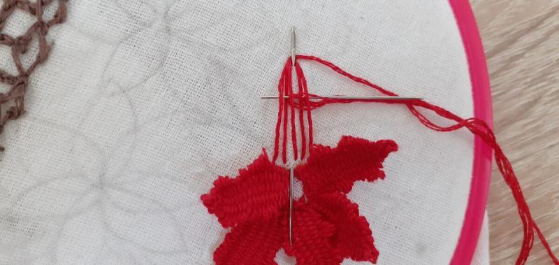 Рельефная вышивка. Показываю как вышивала объемные цветы