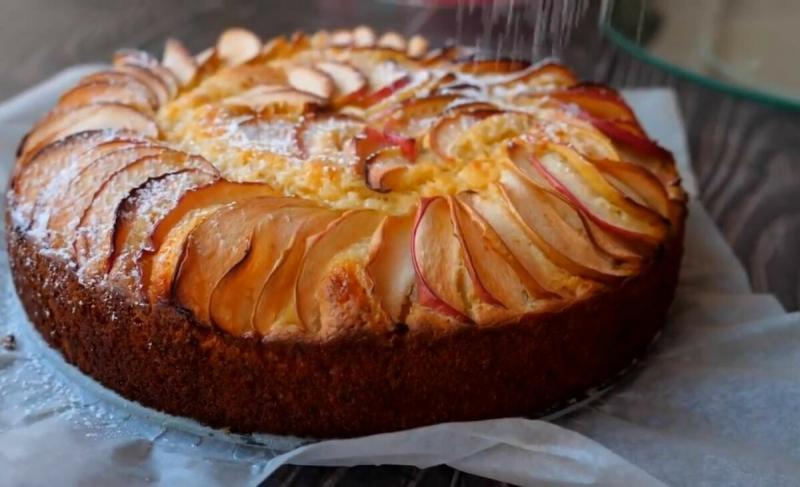 """Такой """"Шарлотки"""" я ещё не пробовала. Нежнейшее тесто, мы умяли пирог за один присест. Простой рецепт в духовке"""