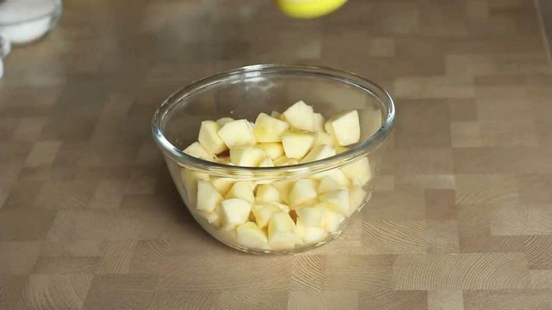 Мой любимый рецепт пирога - кекса с яблоками в карамели. Он такой вкусный, что даже крошек не остается