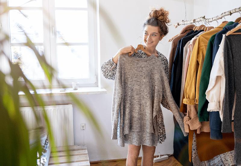 4 полезных термина на английском, описывающие разные способы хранения одежды