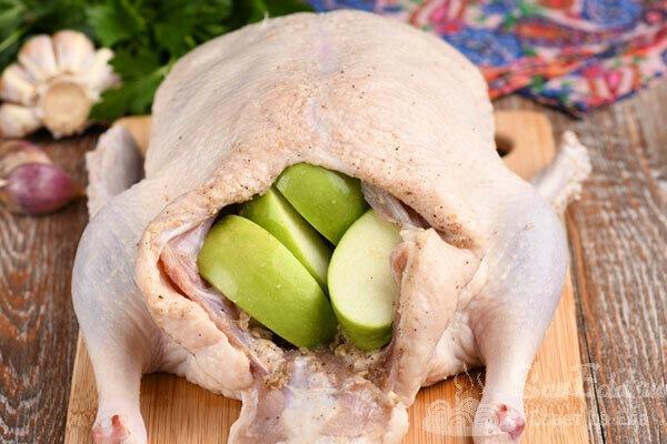"""""""Моченая"""" утка целиком в духовке. Мясо просто тает во рту (рецепт с фото)"""