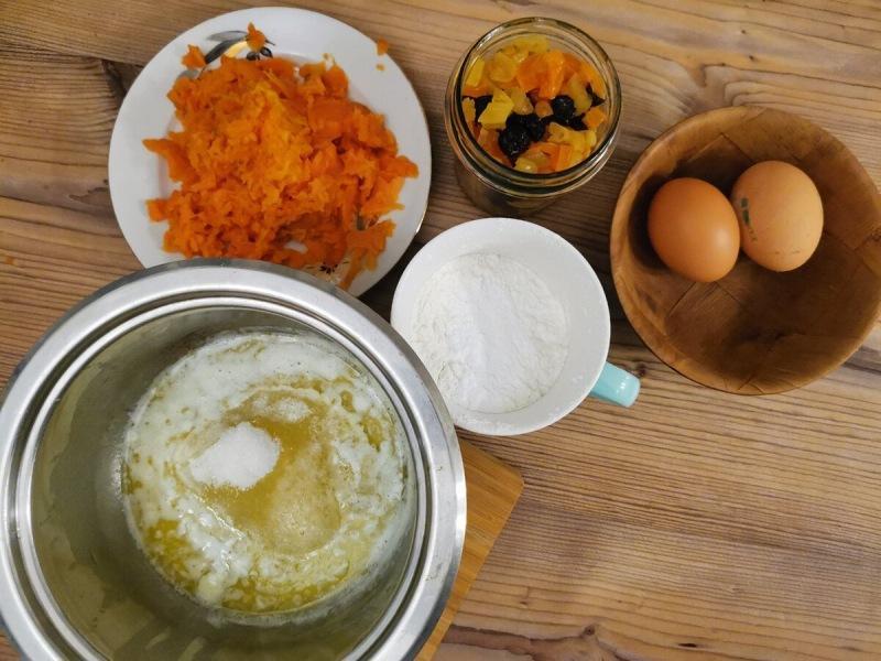 Печём морковный кекс с цукатами
