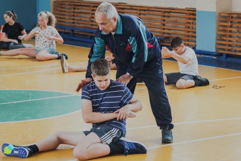 Про возрастных учителей физкультуры