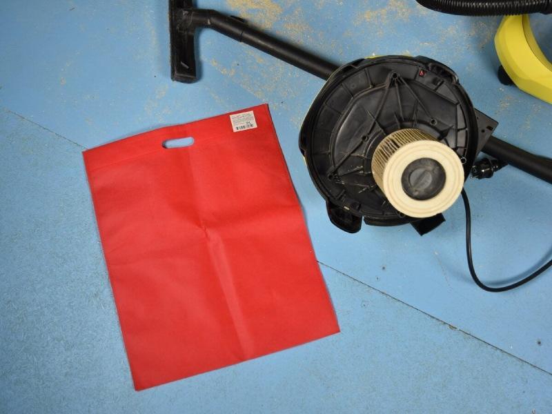 """Зачем люди покупают в """"Фикспрайсе"""" по 100 штук красных одноразовых сумок: совет, экономящий мастерам тысячи рублей"""