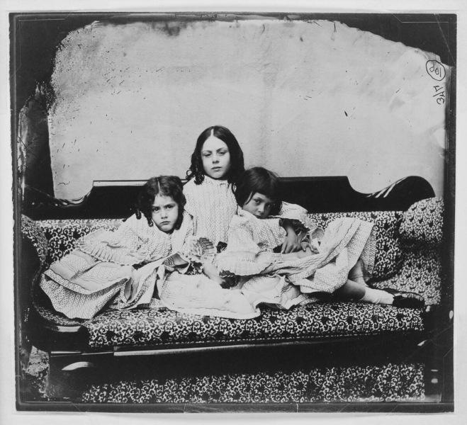 Жизнь той самой Алисы Лидделл — девочки, ставшей прототипом героини книги «Алиса в Стране чудес» (фото от 6 до 80 лет)