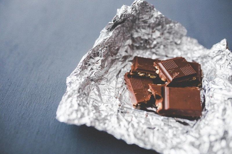 Белый налет на шоколаде: можно ли есть и как избавиться