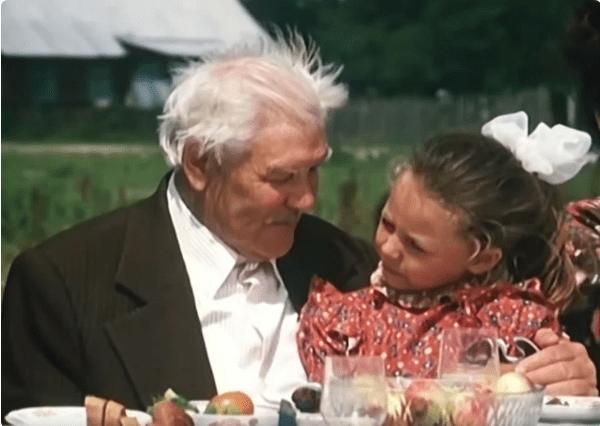 Юля Космачева — милая Галюня из фильма «Белые росы». Ее нет с нами уже больше 20 лет