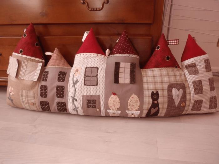 Подушки - домики, вязаные, шитые! Идеи, выкройки, схемы для вязания!