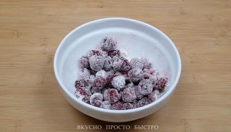 Чудо пирог с творогом и ягодами. Быстрый и простой рецепт