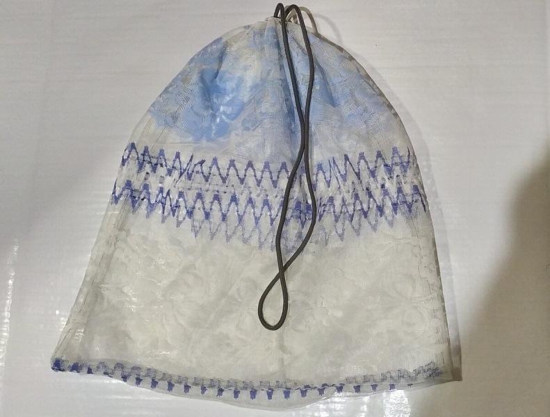 Как из старого тюля сшить практичный мешок для стирки белья