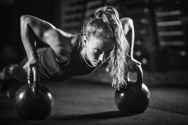 Развиваем максимальную взрывную силу с гирей: упражнение под названием «Атака всего тела»