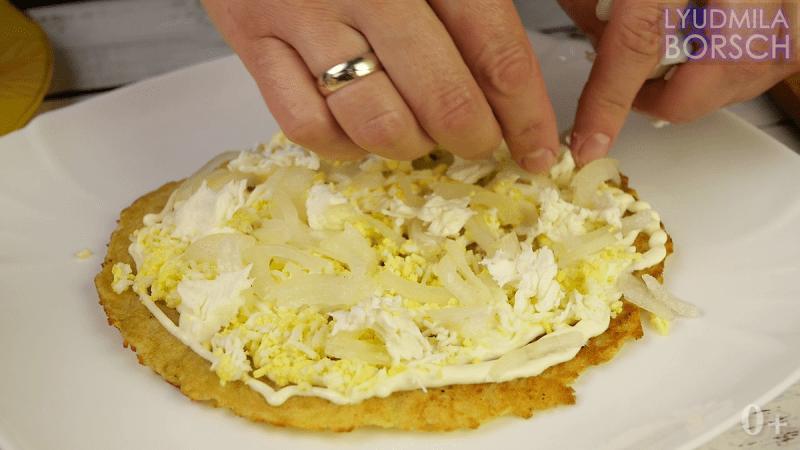 Тот, кто придумал этот шедевр, заслуживает награду. Обычная картошка в два раза вкуснее.