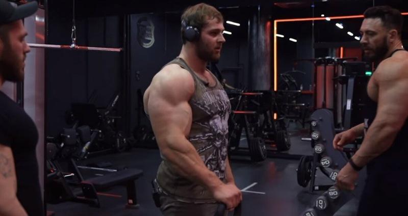 Как накачать руки: Андрей Смаев показал редкое упражнение для брахиалиса