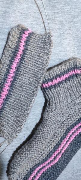 Носочки на двух спицах.