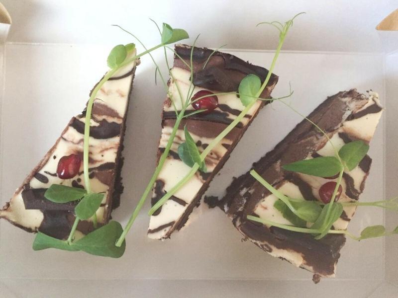 """Шоколадный торт """"Зебра"""": без сахара, муки и выпечки!"""