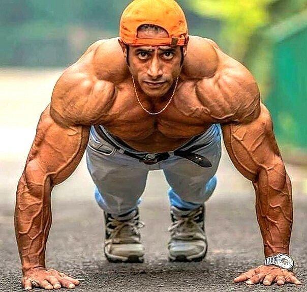 Техника выполнения отжиманий для роста грудных мышц