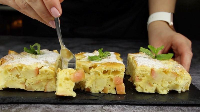 В последнее время готовлю яблочный пирог всего за 10 минут: вкуснее, чем шарлотка (и гостям нравится)