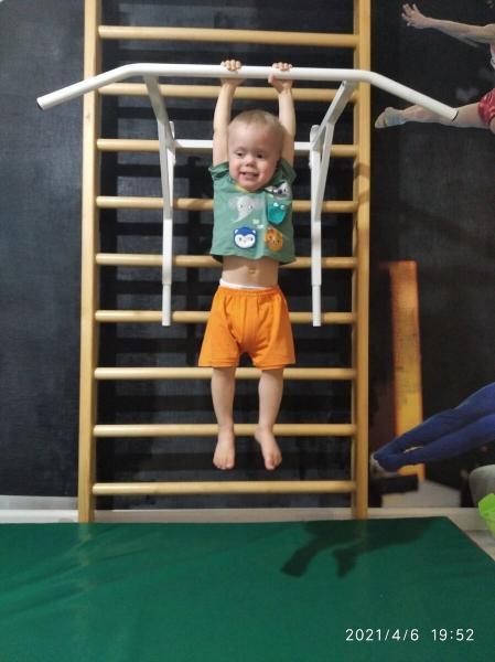 Что дала спортивная гимнастика моим детям: робкой сутулой девочке и мальчику-инвалиду