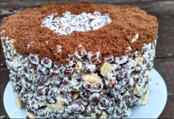 Этот торт придумал гений. Попробовала в гостях, буду готовить на свой день рожденья