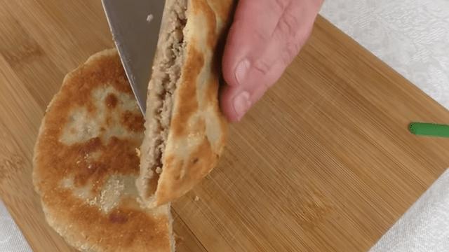 Лепешки которые всем понравились - вкуснее беляшей и чебуреков / Рецепт с фото