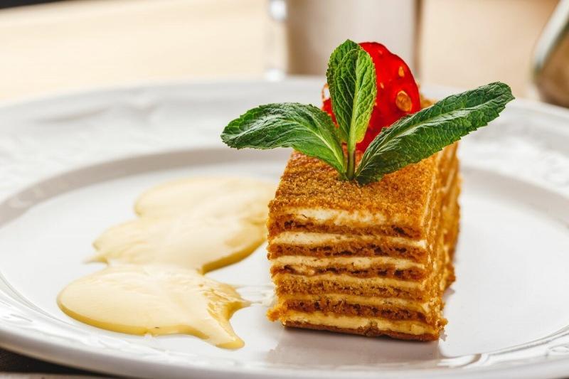 Торт медовик как в детстве: пошаговый рецепт