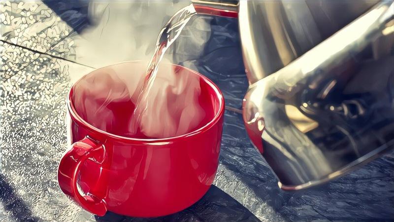Рассказываю, в чём польза горячей воды для здоровья и что будет, если пить её каждый день