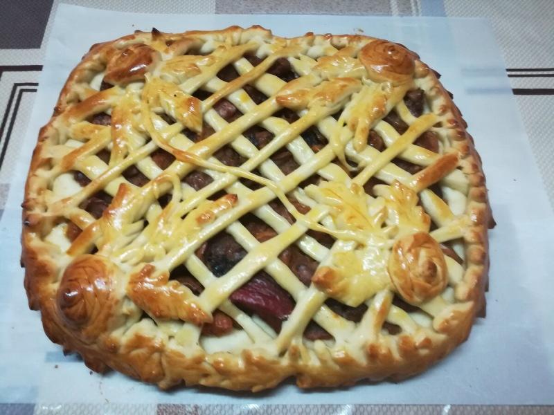 Сдобный пирог с начинкой из сухофруктов. Еще один замечательный рецепт теста. Не вызывает изжогу!