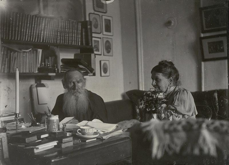 Скверна одаренных людей - писатель-мизогин Толстой