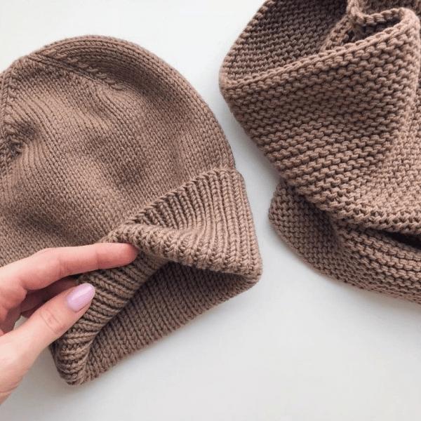 Подборка классных вязанных шапок. Шапки спицами. Схемы и описание.