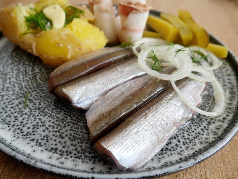 Соленая вкусная мойва и пожалела, что всего один килограмм. Рыба потрясающая. Рецепт слабосоленого, среднесоленого и соленого