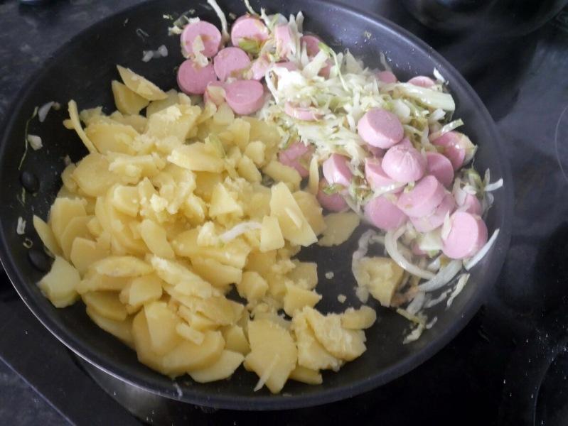 Дешевое и вкусное блюдо из картофеля и капусты. Кто-то воскликнет «Хрючево!», а я возражу: «Нет, оно ирландское праздничное»