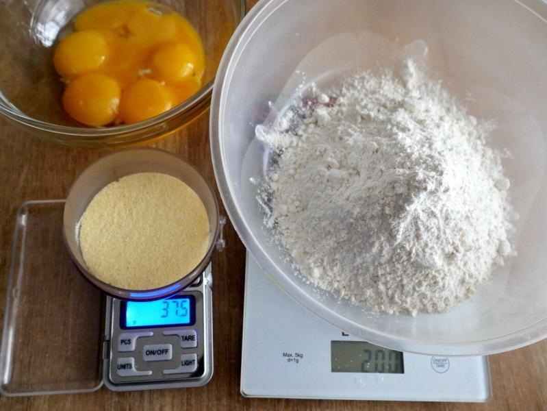Итальянец показал, как сделать отличное тесто для пасты. Руками это сложно, но получается очень вкусно. Точные пропорци - внутри